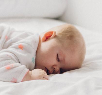 Qual a melhor posição para o bebê dormir