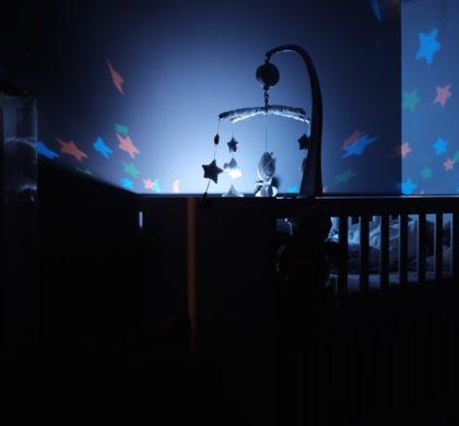 Iluminação para bebê dormir: claro ou escuro?