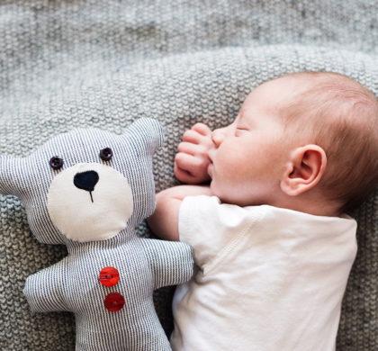 Por que o bebê reluta para dormir?