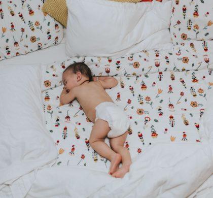 Bebê pode dormir só de fralda