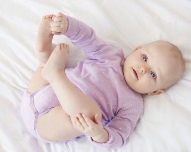 Posso deixar meu bebê acordar sozinho pela manhã?