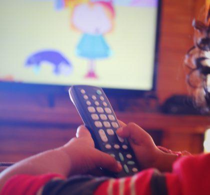 Bebê pode dormir com a TV ligada