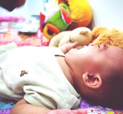 Porque meu bebê chora para dormir?