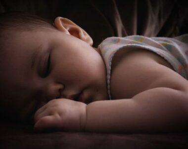Bebê pode dormir no escuro?
